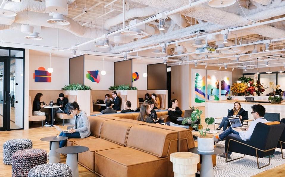 WeWork es un ejemplo de una empresa que ha usado el consumo colaborativo para posicionarse.