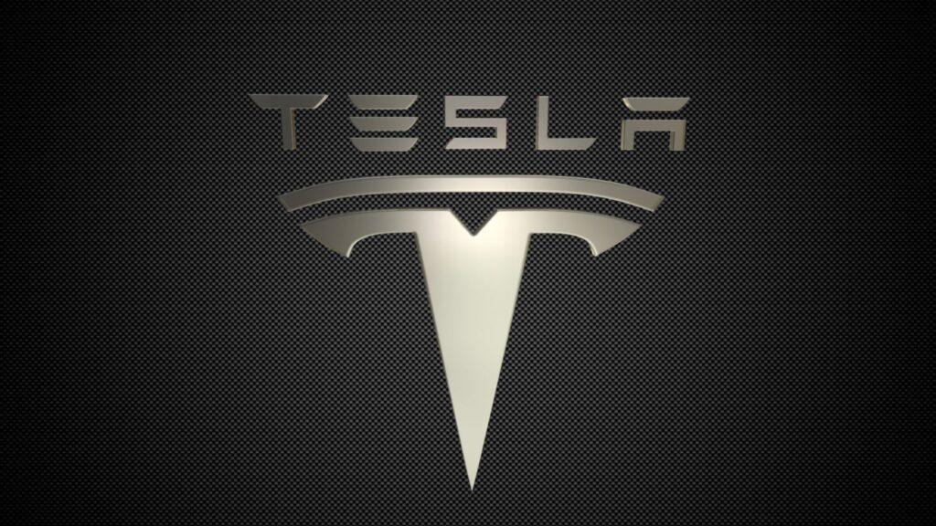 Tesla combina big data y herramientas de inteligencia artificial para enseñar a sus autos a manejarse solos.